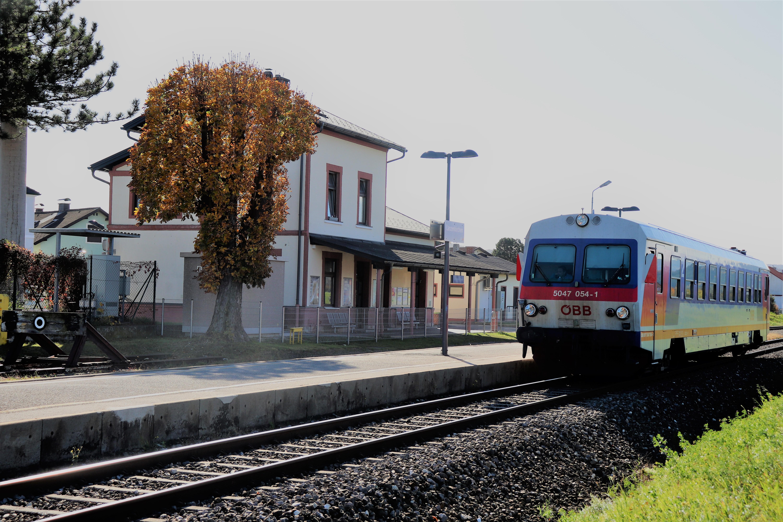 ÖBB 5047 im Bahnhof Lanzenkrichen