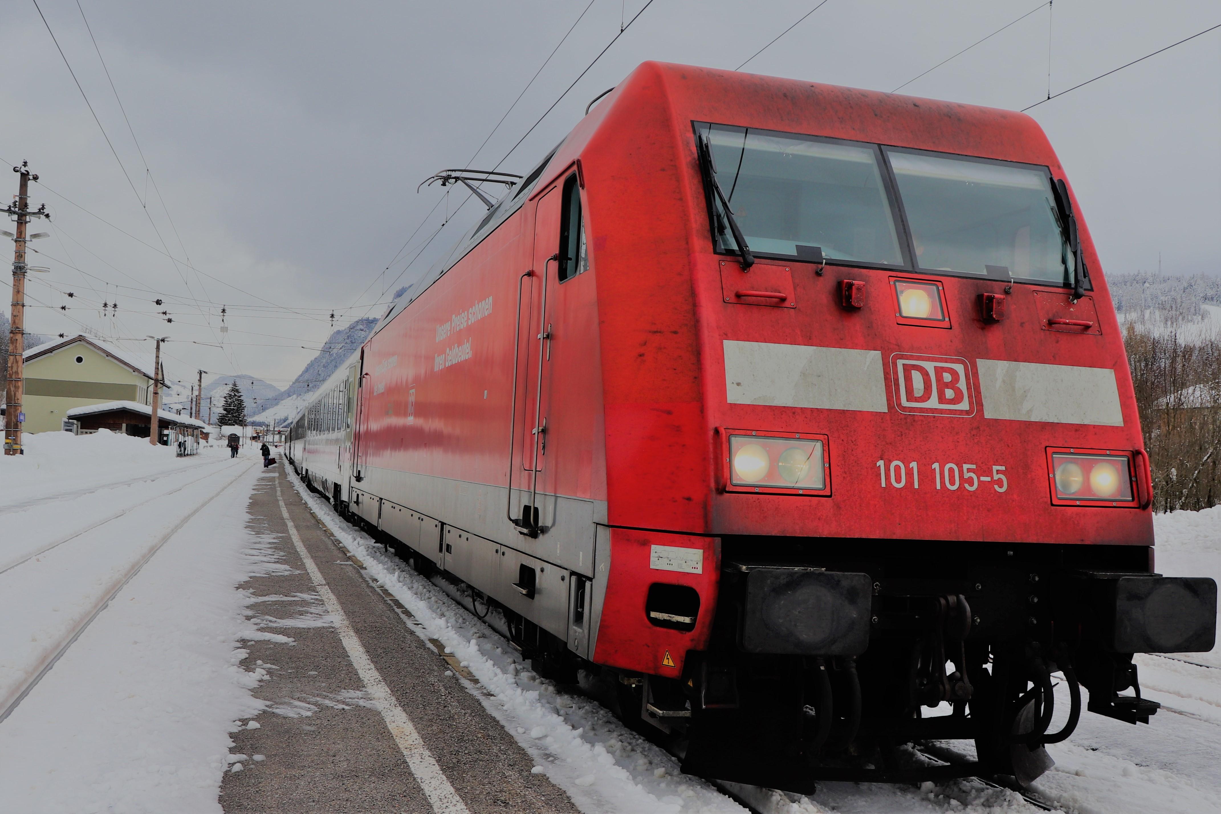 BR 101 im Bahnhof Radstadt