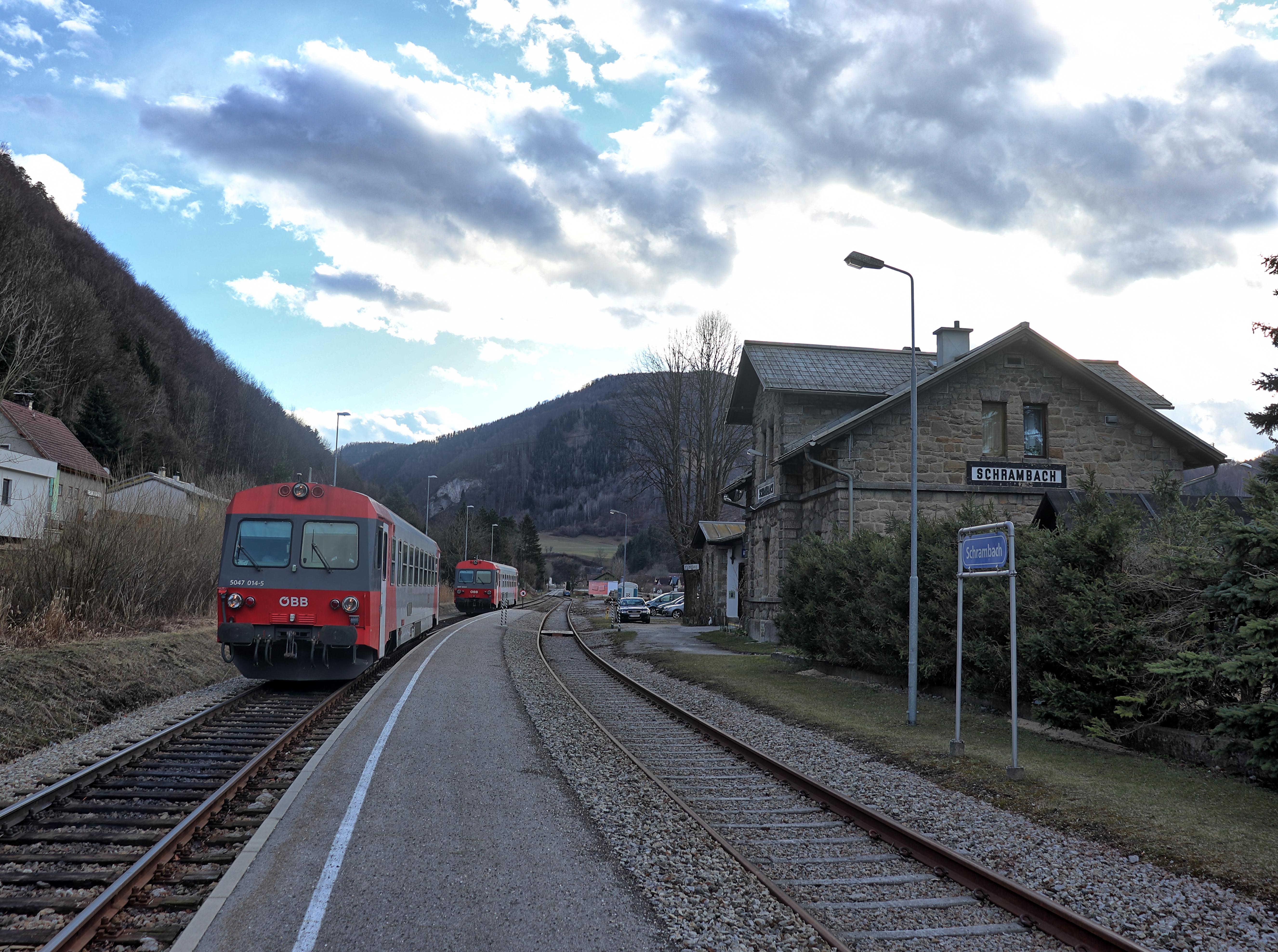 ÖBB 5047 im Endbahnhof der Traisentalbahn im Bahnhof Schrambach