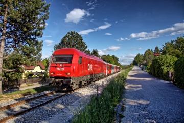 ÖBB 2016 als Regionalzug auf dem Weg von Sopron nach Wiener Neustadt kurz vor dem Bahnhof Bad Sauerbrunn