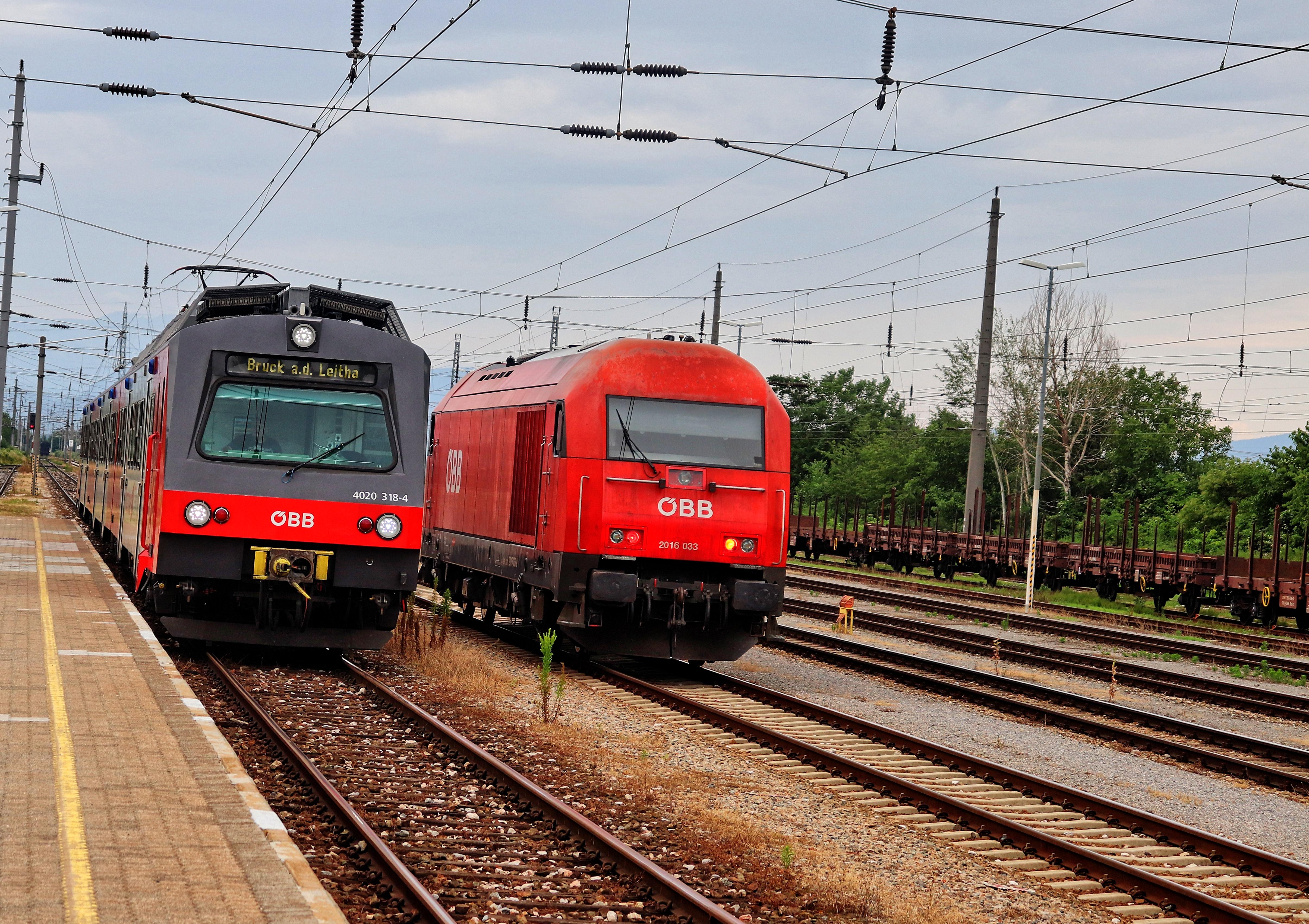 ÖBB 4020 & ÖBB 2016 nebeneinander im Bahnhof Ebenfurth