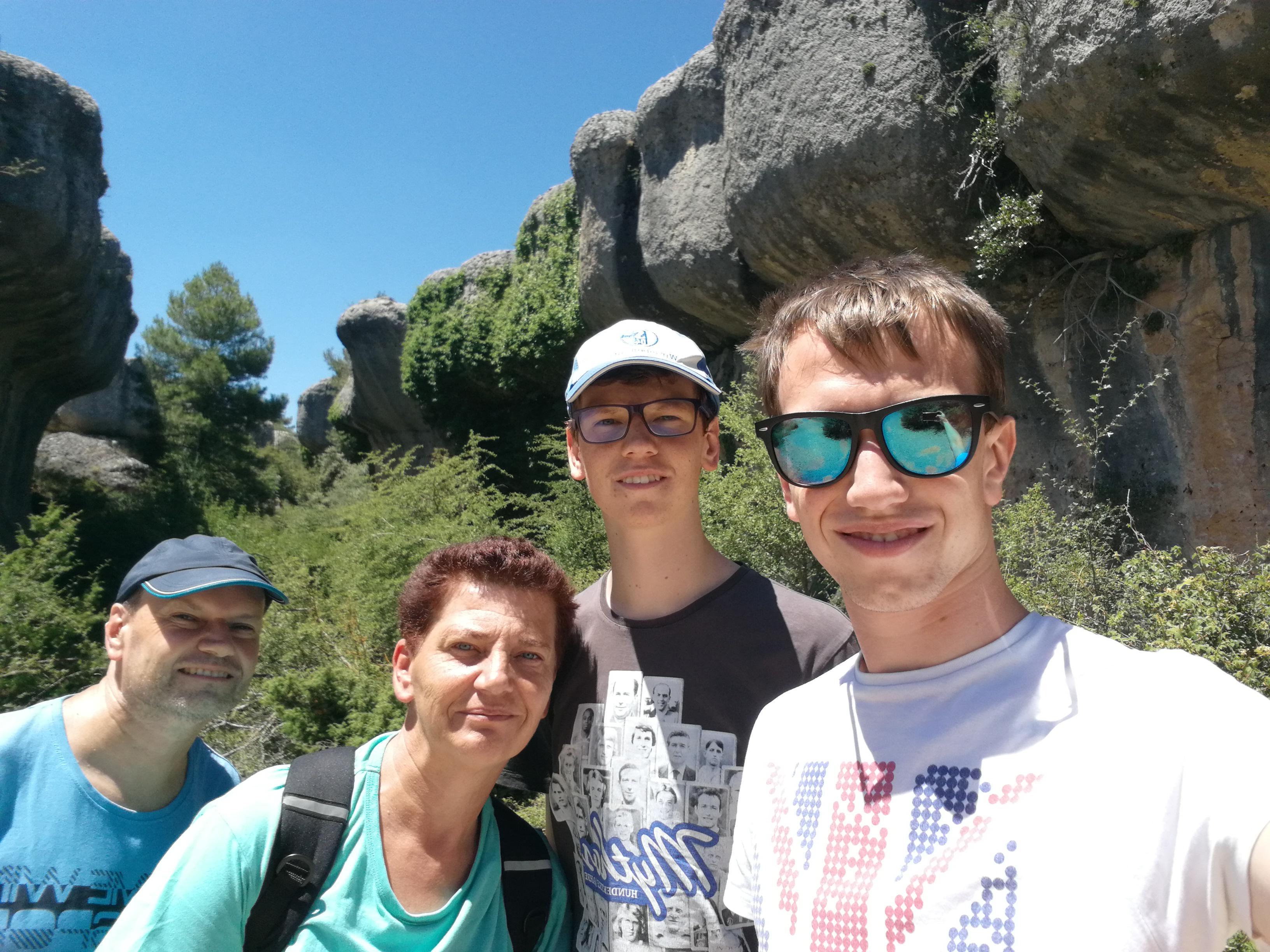 Selfie vor Steinen in einem Naturpark