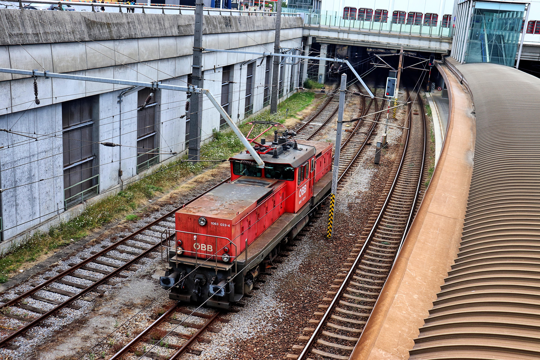 ÖBB 1063 bei Verschubsarbeiten am Gelände des Wiener Franz Josefs Bahnhofs