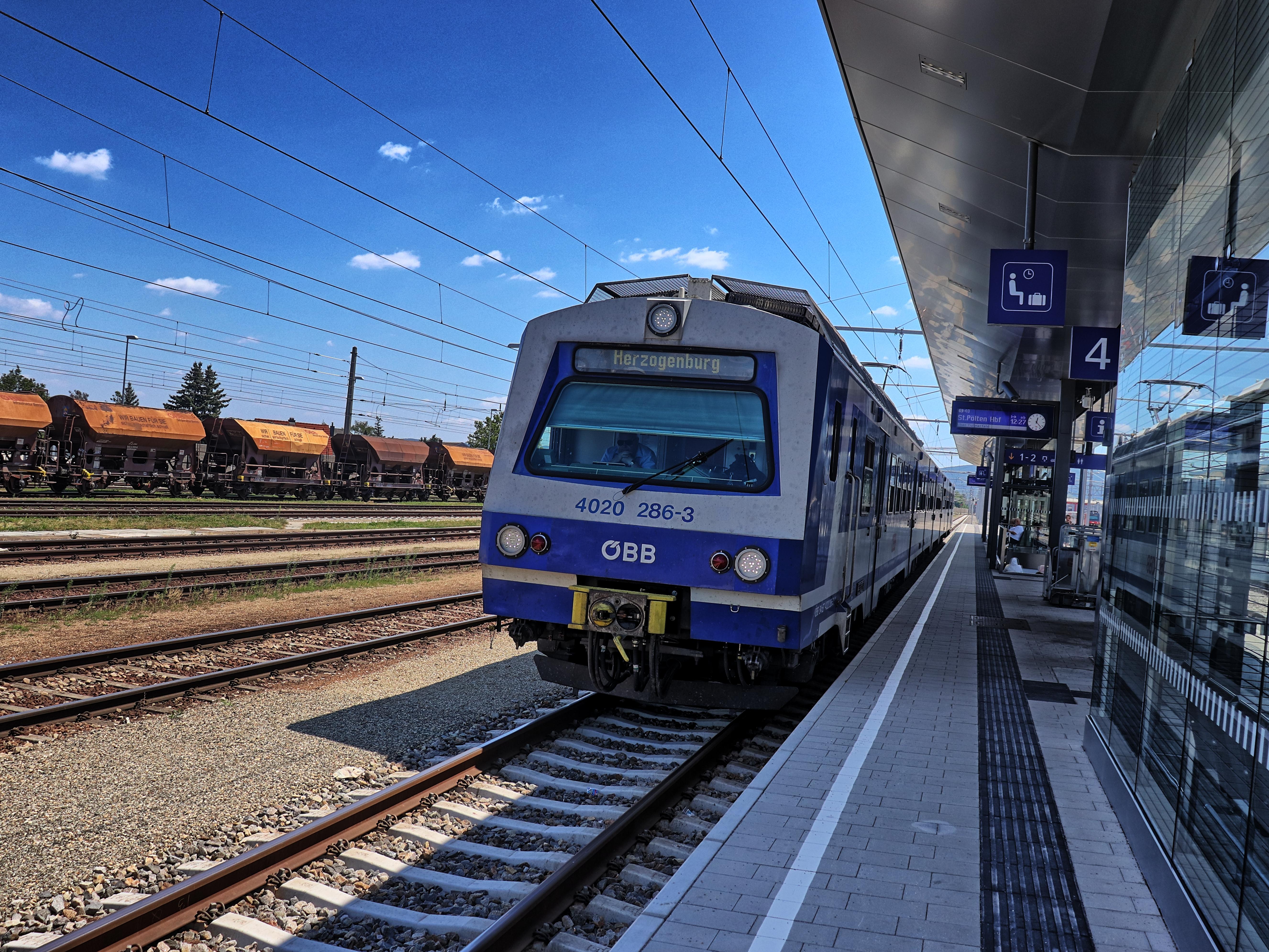 ÖBB 4020 als S40 im Bahnhof Tulln an der Donau