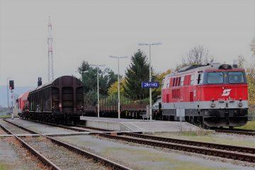 ÖBB 2143 und ein ÖBB 2016 im Bahnhof Bad Fischau-Brunn