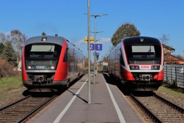 Zugkreuzung im Bahnhof Bad Erlach