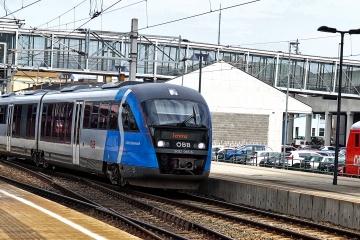 ÖBB 5022 bei der Ausfahrt aus dem Bahnhof Wiener Neustadt in Richtung Aspangbahn